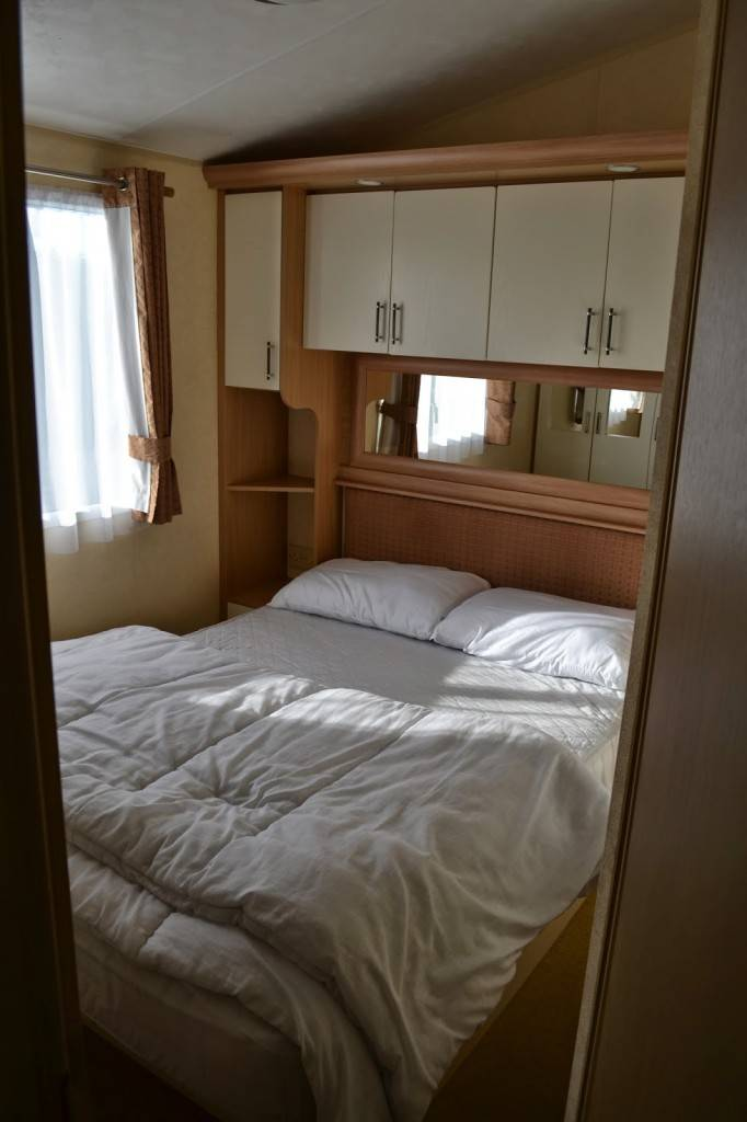 Park-Resorts-caravan-bedroom