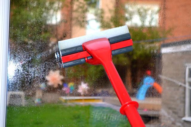 Vileda magic mop being used on window