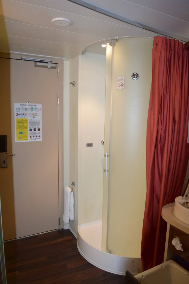 shower-Norweigan-Epic-family-stateroom