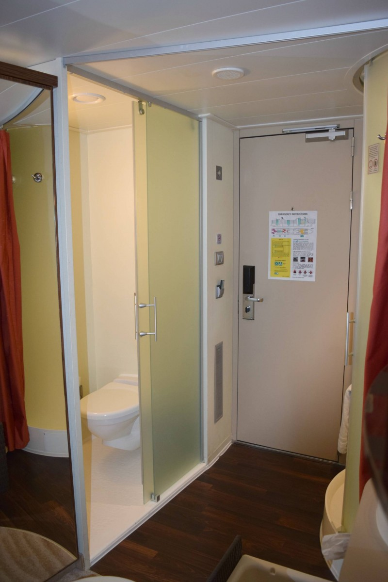 toilet-Norweigan-Epic-family-stateroom