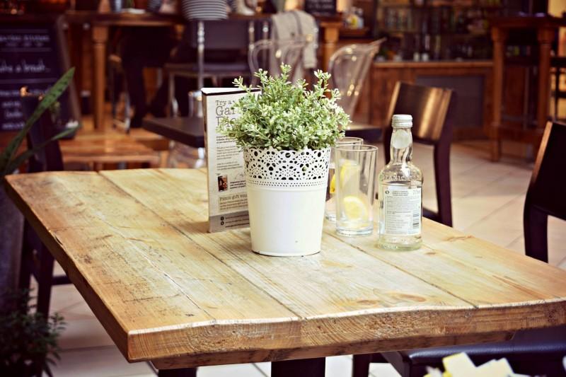 Garden-Kitchen-Newcastle-table