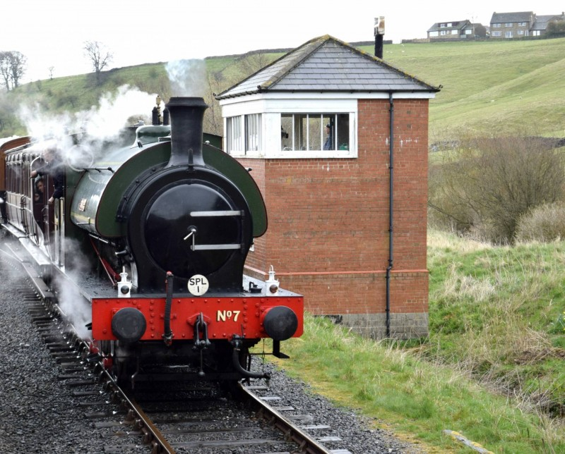 Embsay-Bolton-Abbey-Steam-Railway-train