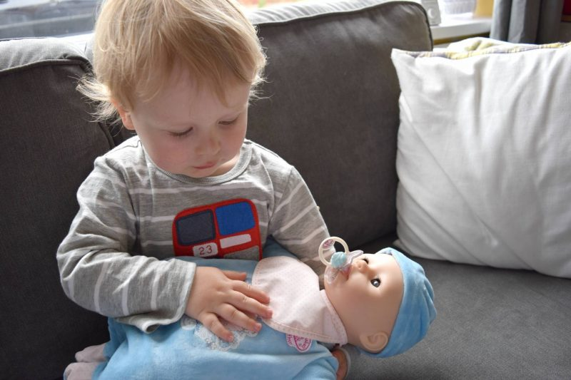 Baby-Annabell-Brother-nursing