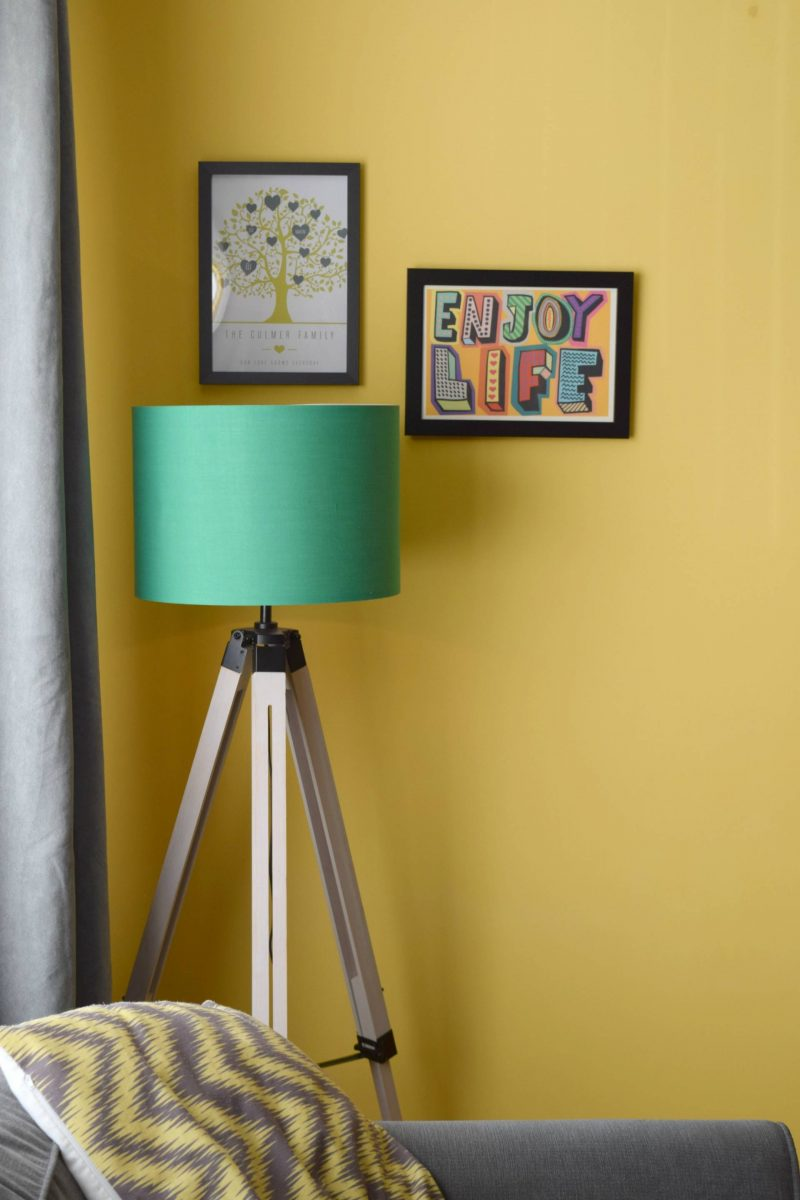 Iconic-Lights-tripod-lamp