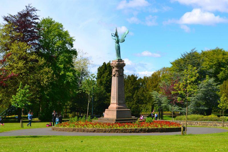 saltwell statue