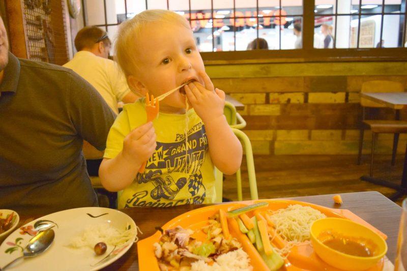 Thaikhun-eating