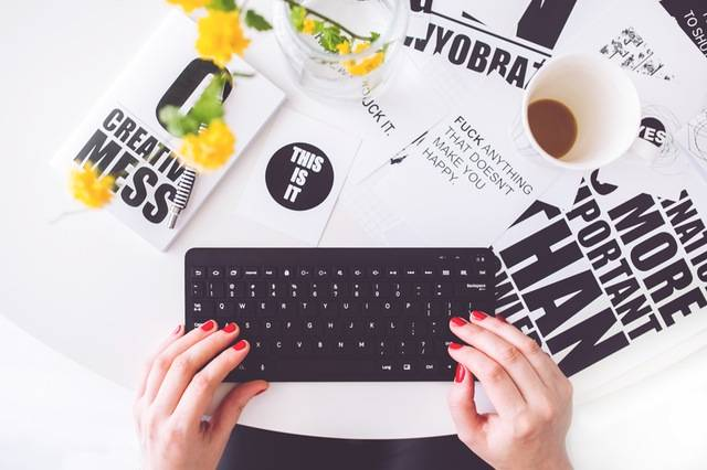 keyboard-red-nails