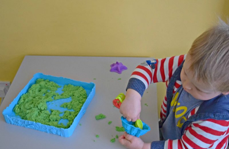 kinetic-sand-digging