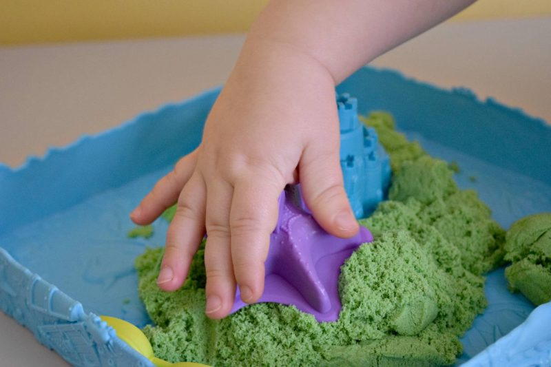 kinetic-sand-making-shapes